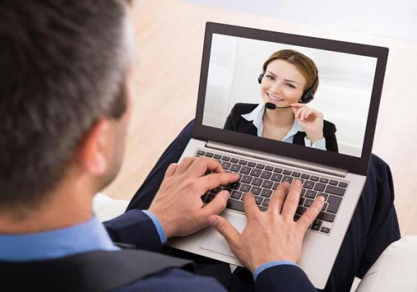 A business French course, the participant is talking to his teacher via video chat.